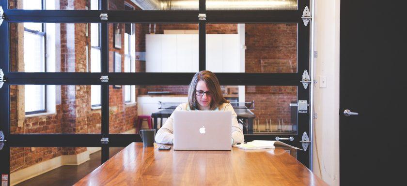 Jak rozkręcić własną działalność, czyli co należy wiedzieć o zakładaniu firmy
